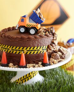 How adorable is this cake!  If my boys were still into dump trucks and dirt like they used to be this would be the cake I'd have made for them!  :-)