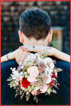 50 Bride and Groom Photo Ideas to Save to Posterity If you are planning your wedding photo session, you might be looking for bride and groom photo ideas, after all, you are the stars of the event! Wedding Picture Poses, Wedding Poses, Wedding Photoshoot, Wedding Shoot, Wedding Couples, Wedding Portraits, Wedding Pictures, Wedding Ceremony, Wedding Dresses