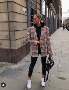 Foto E Video, Photo And Video, Color Theory, Plaid Scarf, Dress To Impress, Instagram, Zara, Hipster, Street Style