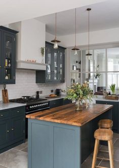 What's Truly Happening With Dark Oak Kitchen Cabinets Modern 00002 - grhaku Oak Kitchen Cabinets, Painting Kitchen Cabinets, Kitchen Paint, Kitchen Design, Navy Kitchen, Ikea, Colorful Interior Design, Decoration, House Colors