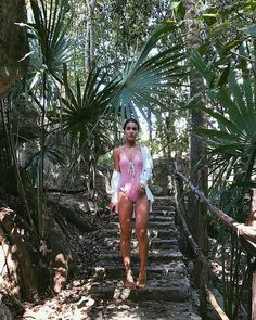 Nature Nature🙌🏼 In the jungle - making our way into the Cenote!🌿 ------ Ô Natureza linda! Beach Look, Beach Bum, Summer Beach, Summer Vibes, Beach Poses, Tropical Vibes, Foto Pose, Photo Instagram, Tulum