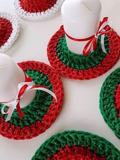 And Lovely Crochet Ideas With Knitting Patterns - Latest ideas information Crochet Christmas Decorations, Christmas Placemats, Crochet Decoration, Crochet Christmas Ornaments, Christmas Crochet Patterns, Holiday Crochet, Crochet Flower Patterns, Crochet Designs, Crochet Flowers