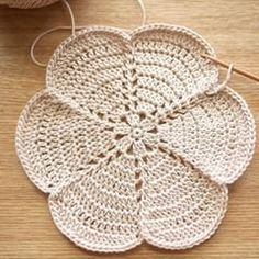 Pin on Crochet and Knitting Crochet Leaves, Crochet Circles, Crochet Round, Crochet Home, Crochet Gifts, Diy Crochet, Crochet Flowers, Crochet Coaster Pattern, Crochet Blocks