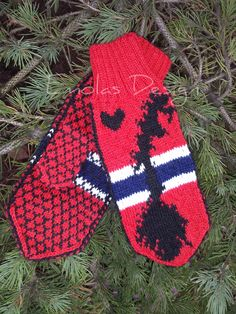 Ravelry: Norge Votter pattern by Emolas Design Diy Crafts Knitting, Decorating Your Home, Mittens, Christmas Stockings, Crafty, Holiday Decor, Pattern, Fun, Design