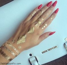 Gorgeous red nails and golden jewelry inspiration. #rednails #golden #jewelry #nails