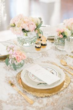 Beautiful Pink and Gold Wedding Table Decor