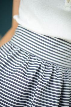 Women& midi skirt pattern - Easy to sew Free Clothes, Sewing Clothes, Diy Clothes, Clothes For Women, Sewing Patterns Free, Free Pattern, Dress Patterns, Pattern Skirt, Sewing Ideas
