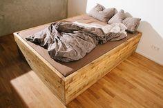 Massivholz Bett mit riesigen Schubladen von BjørnKarlssonFurniture auf DaWanda.com