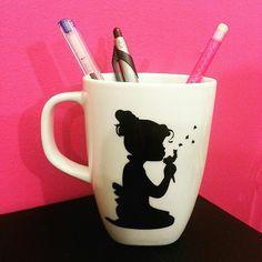 Tazza mug in vinile, ragazza con dandelion, fatto a mano