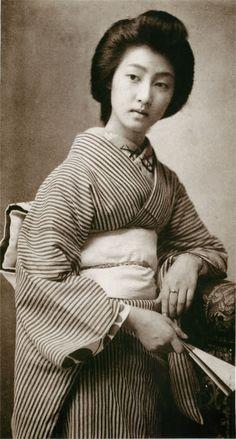 絵葉書の女性(明治43年消印、明治時代の美人ランキング)