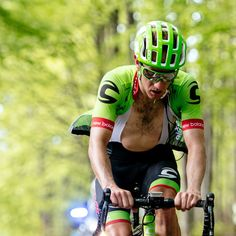 """@Ride_Argyle  #TourdeSuisse Last 4km of climbing for @rusty_woods and he still leads with 1'00"""". But Kruijswijk attacks from the peloton now!"""