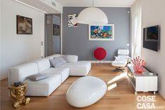 Zona giorno ampliata, eliminando il corridoio, e un bagno in più: la nuova distribuzione dell'appartamento di 130 mq semplifica lo schema interno e migliora la fruibilità. Sweet Home, Loft, Couch, Interior Design, Luxury, Furniture, Home Decor, Living Rooms, House Ideas