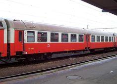 Zwischenwagen 060 049-4 der ZSSK, davon sind drei Stück im Triebzug 560 013-5 / 560 014-3 eingereiht, am 22.03.2007 in Bratislava Nova Mest. Bratislava, Nova, Train, Pictures