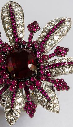 Rubel Contemporain - Broche 'La Divine' - Or Blanc, Rubis et Diamants - D'après le Croquis de John Rubel Broche 'Anémone de Mer' de 1945