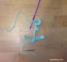 I love the anchor motif! I think we all need this motif more of less as our summer decoration! I spent quite some time to create the anchor crochet pattern. Crochet Diagram, Crochet Motif, Half Double Crochet, Single Crochet, Crochet Anchor, Jewelry Shop, Jewelry Making, Anchor Pattern, Anchors