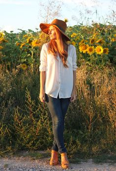 Casual Look. Trendy Look. A trendy life. #casual #trendy #hat #adventure #sunflowers #mango #zara #georgiarose #outfit #fashionblogger #atrendylife www.atrendylifestyle.com