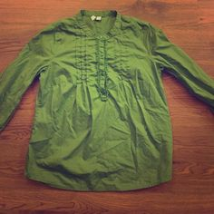 Old Navy blouse top size small No stains, excellent condition. Sleeves have button closure, lightweight linen feel. Adorable! Looks new! Old Navy Tops Blouses