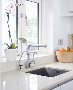 Sommige plekken in huis... je slaat ze liever over óf we vergeten ze gewoon. Denk aan de afstandsbediening, afsluitrubbers van de koelkast en nog veel meer.