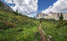 Read our in-depth trail guide for the exceptionally gorgeous and challenging High Sierra Trail backpacking route from Sequoia National Park to Mount Whitney. Trekking, Hikes In Los Angeles, Camping Sauvage, Mount Whitney, San Gabriel Mountains, Griffith Park, Scenic Photography, Photography Tips, Digital Photography