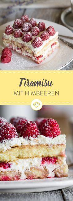 Fruchtig und frisch dieses köstliche Himbeer-Tiramisu. So zeigt sich der Klassiker unter den italienischen Nachspeisen in einem sommerlichen Look!