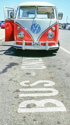Bus stop / love stop Love this Volkswagen van in red-white - all shiny in the sun Vw Camper Bus, Vw Caravan, Campers, Volkswagen Transporter, Volkswagen Bus, Location Camping Car, Vw Camping, Honda Shadow, Vw Bugs