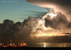 Lightning strikes a dusky sky Tornados, Thunderstorms, Cool Pictures, Cool Photos, Beautiful Pictures, Mother Earth, Mother Nature, Lightning Strikes, Lightning Storms