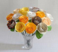 Centro de mesa con rosas de papel