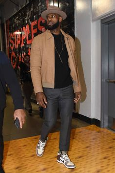 GQ-approved kits from every red carpet, paparazzo spotting, and big-ticket event across the globe. These are the best-dressed guys from the past seven days. Nba Fashion, Suit Fashion, Streetwear Fashion, Fashion Outfits, Fashion Photo, Fashion Art, Womens Fashion, Sneaker Store, Look Street Style