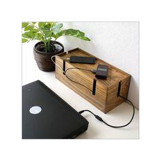 PCやスマートフォンコンセントのそばはコードだらけ・・・そんな光景を、見てみぬ振りをして来ましたがここでようやく解消しそうです箱の中にコンセントや充電器を入れコードだけ出して、見栄えもスッキリです商品名 : ウッドケーブルボックス L商品番号 : cle1238サイズ(cm) : 幅35×奥行15×高さ13.5内部のサイズ : 幅32.5×奥行13×深さ11配線通し穴の幅 : 1.5材質 : 天然木 他重量(g) : 750生産国 : フィリピン※天然木使用品につき、木目や節・色合いの違い等は木の表情としてご了承ください。※塗装ムラや小傷が見られる場合がございます。[ ケーブル収納 ボックス 箱 ふた付き ケーブルボックス コード収納 配線 タップ 隠す 目隠し コードケース 木製 配線コード 整理ボックス 卓上 ケーブル収納 電源ケーブル ケーブルボックス 配線ボックス コードボックス ]