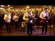 Revolverheld - Das kann uns keiner nehmen (Offizielles Musikvideo) - YouTube