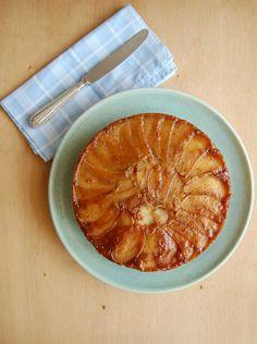 Upside down coconut and apple cake / Bolo invertido de maçã e coco