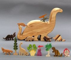 Open the wooden brontosaurus box (9x7x2¼; 23cm x 18cm x 6cm) and you will find 14 figures to create a Jurassic Park habitat. Eleven different
