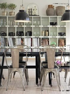 Love this look, but how much more awesome would it be to have a metal table with wooden chairs? Must do in my own home someday.