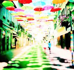 #AGUEDA #AgitAgueda  Há um lugar em Portugal, onde parece que eles sabem se divertir de uma forma original . É chamado de Águeda e é uma cidade de 50 mil habitantes , perto da costa do Atlântico que está a fazer manchetes para a instalação amigável, útil e feitas meios pobres.  #YOURCityYOURCapital #Portugal