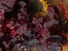 Cuprite. Hilarion Mine, Hilarion area, Kamariza Mines, Agios Konstantinos [St Constantine], Lavrion District Mines, Lavrion District, Attikí Prefecture, Grèce Photo © 2014 Dominik Schläfli