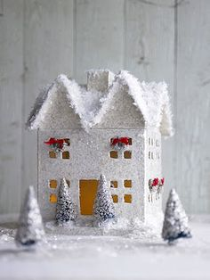 love this little snowy house