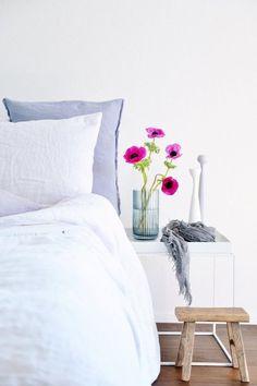 Endlich schöne Beistelltische!   SoLebIch.de #beistelltische #schlafzimmer #nachttisch #bedroom #sidetable #bedsidetable #white #wood #weiß #holz #interior #einrichtungsideen #einrichtung  Foto: Schönsinn