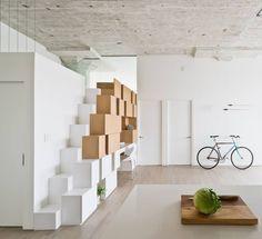 mezzanine minimaliste avec rangement cube escalier en blanc et bois