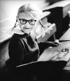 A first year schoolgirl, Kaunas, 1962 - by Antanas Sutkus Lithuanian Vintage Photographs, Vintage Photos, Diane Arbus, Art Society, Vintage School, School Photos, Black And White Portraits, Life Photo, Vintage Love