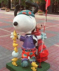 "Saint Paul, Minnesota - Peanuts on Parade 2000 - ""Snoopy Pro Golfer"" - 101 fiberglass Snoopy statues, 5 feet high"