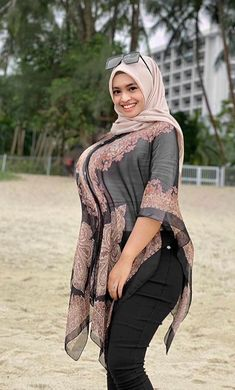 Beautiful Muslim Women, Beautiful Hijab, Beautiful Asian Girls, Arab Girls Hijab, Muslim Girls, Hijabi Girl, Girl Hijab, Plus Zise, Muslim Beauty