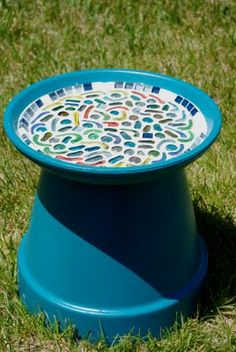 Mosaic Birdbath {Tutorial} - Happiness is Homemade