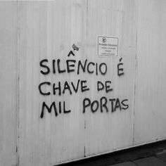 (Silence is the key to a thousand doors)