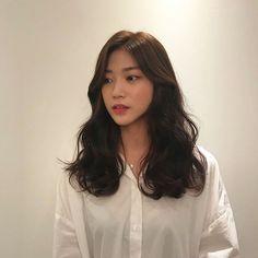 New Ideas Wavy Hair Korean Korean Wavy Hair, Black Curly Hair, Korean Perm, Korean Hair Medium, Asian Hair Perm, Long Asian Hair, Korean Curls, Korean Hairstyle Long, Korean Haircut
