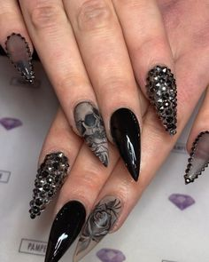 """💅💖Book your next nail service - - 💀""""Skulls and Roses""""💀 by Pamper Artist Shanice (Shanice Brown) and Art Collab by… Skull Nail Designs, Skull Nail Art, Hot Nail Designs, Skull Nails, Creative Nail Designs, Creative Nails, Fabulous Nails, Perfect Nails, Gorgeous Nails"""