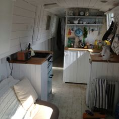 I just love this! Looks like a traditional Swedish farm kitchen.