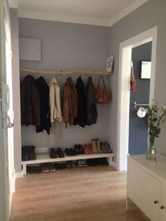 DIY wardrobe from a branch Maybe we need such a low shelf? DIY wardrobe from a branch Maybe we need such a low shelf? Room Inspiration, Interior Inspiration, Diy Wardrobe, Wardrobe Design, Low Shelves, Lack Shelf, Home And Deco, Smart Home, Home And Living