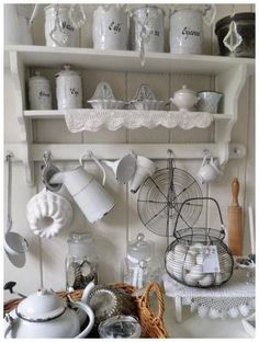 Retro home decor - A really useful and wonderful info on retro arrangements. diy retro home decor shabby chic pin idea generated on this day For more charming information visit the link to look through the article idea 2118113105 now Cocina Shabby Chic, Shabby Chic Mode, Style Shabby Chic, Shabby Chic Bedrooms, Shabby Chic Furniture, Shabby Chic Decor, Rustic Decor, Vintage Furniture, Boho Chic