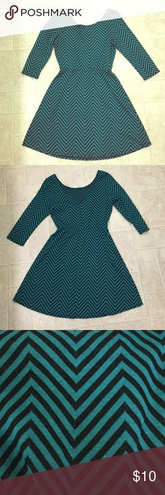 """Black and Green Patterned Long-Sleeve Dress A dress that is cute and casual. I frequently wore this to work and chapter meetings for my sorority. Perfect in the summer with cute sandals, and the winter with tights and boots. It's extremely comfortable. Best for sizes 0-4, those who are 5'5"""" and below, kids, and girls. Dresses Long Sleeve"""