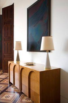 Home Interior Cuadros Pierre Yovanovich / Apartment, 2007 / Quai Anatole Furniture Inspiration, Interior Design Inspiration, Küchen Design, House Design, Design Ideas, Furniture Decor, Furniture Design, Antique Furniture, Contemporary Interior